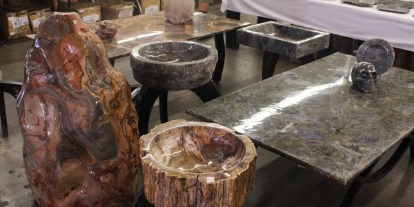 gemstone-decor-tables-tucson-gem-show